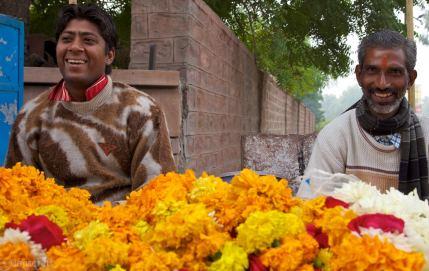 the marigold sellers / maha mandir temple, india