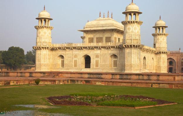 tomb of itimad-ud-daulah / agra, india