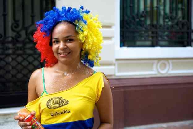 mujer con espuma / cartagena, colombia