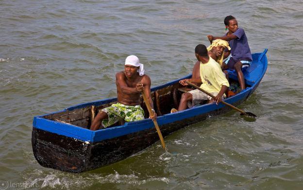 the backwards oarsmen / cartagena, colombia