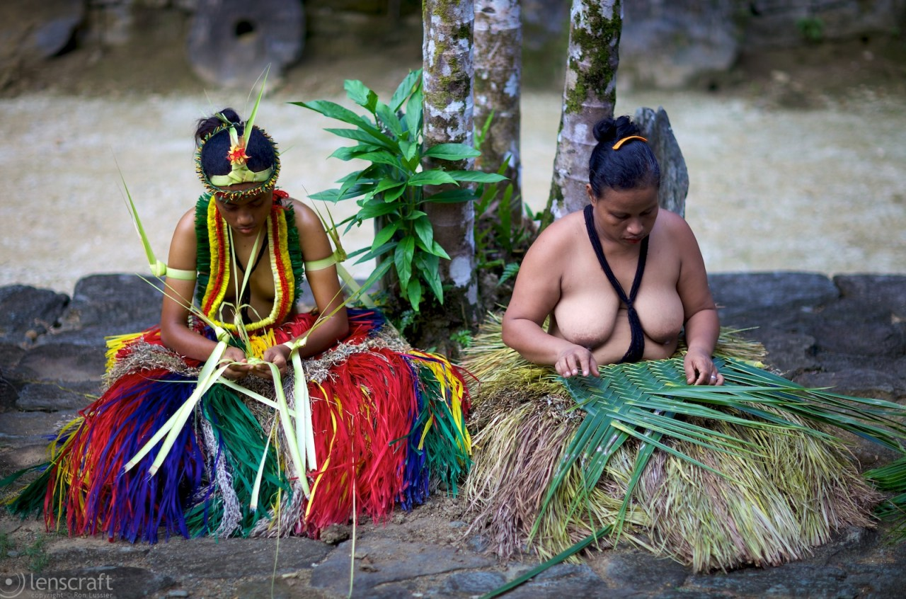 women weaving / yap, micronesia