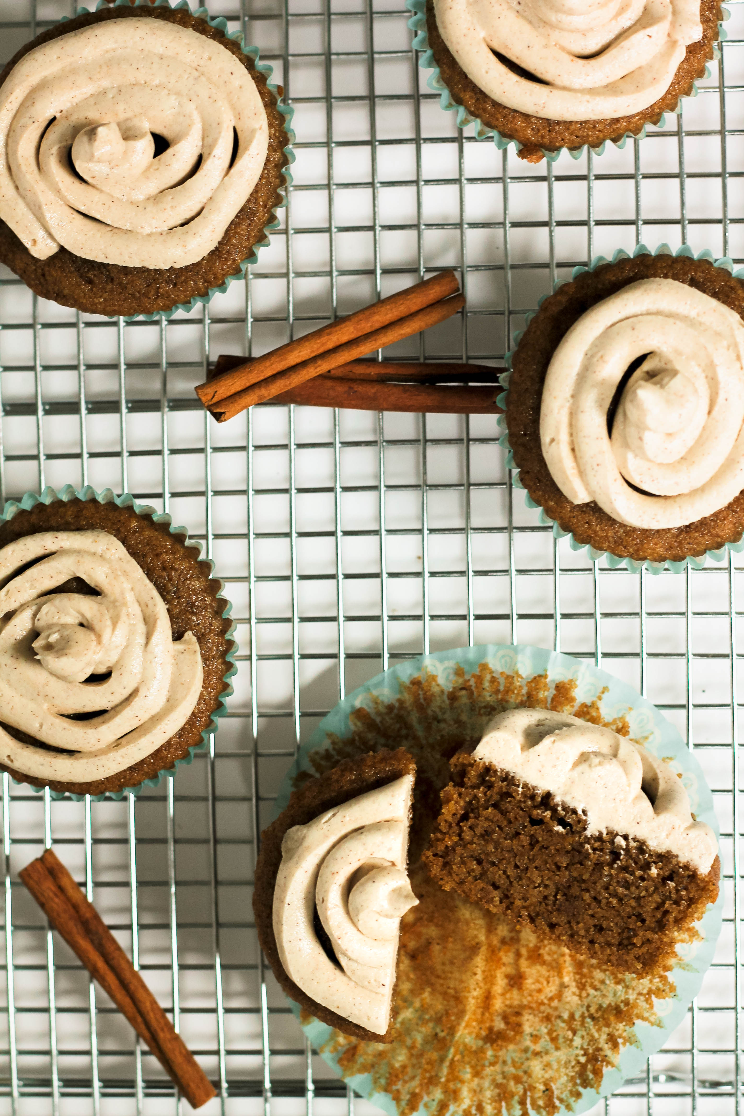 dirty chai cupcakes with cinnamon ginger buttercream