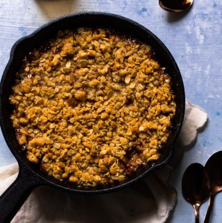 caramel apple crumble in cast-iron pan