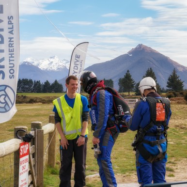 Glenorchy skydivers-1