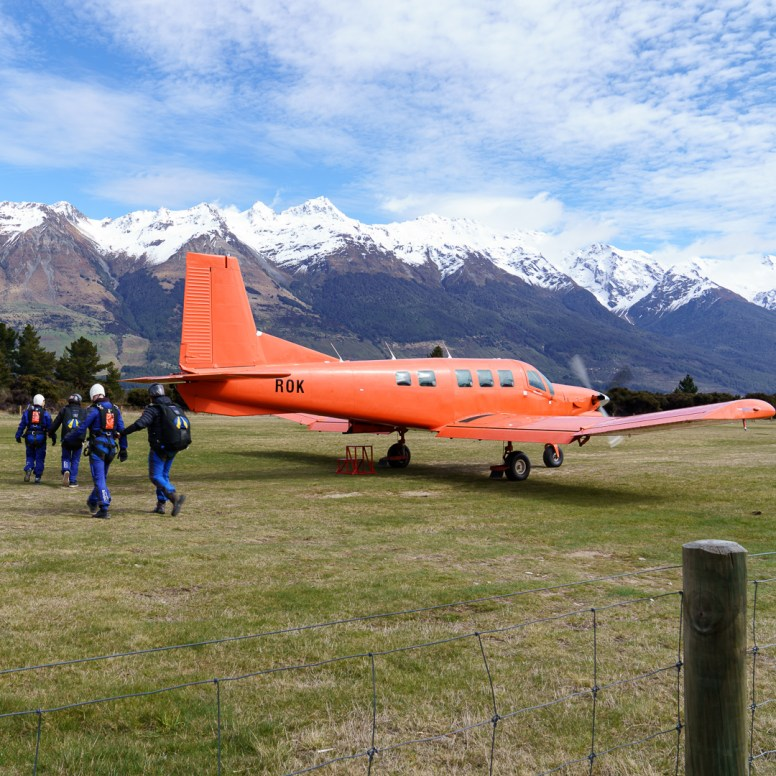 Glenorchy skydivers with plane-1