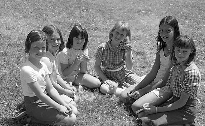 LentaraChildrenGroupPhoto1950s