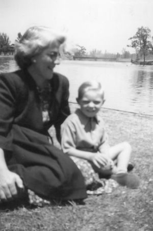 LentaraPeterTateWithMother1940sLF7