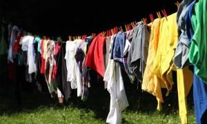 Cara Menghilangkan Noda di Baju Berwarna
