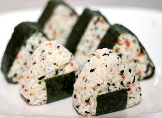 Resep Cara Membuat Nasi Kepal Jepang (Onigiri)