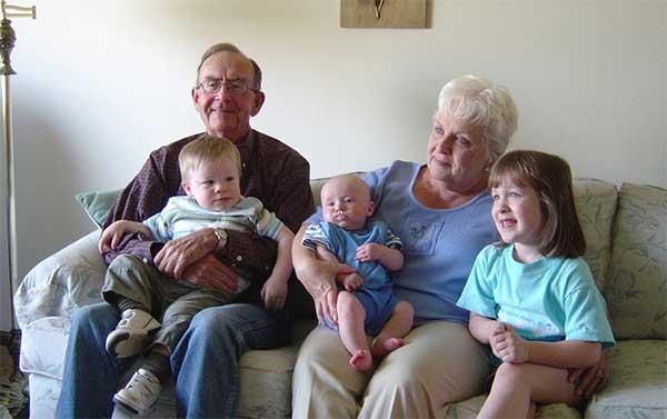 Menitipkan Si Kecil pada Neneknya