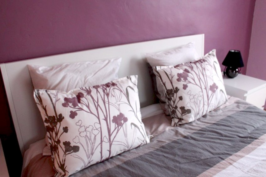 Cottage Entre Deux : pink bedroom
