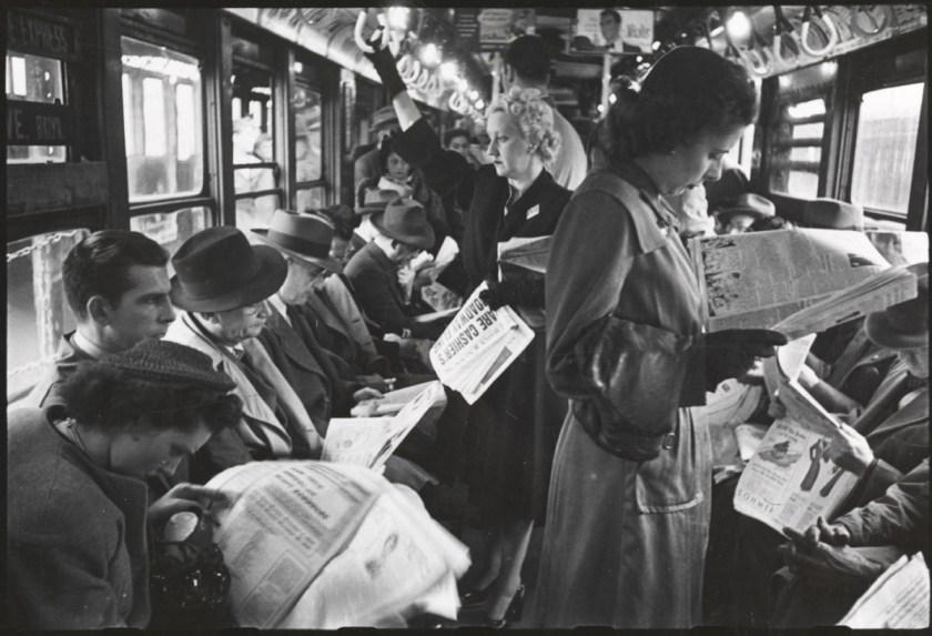 Aunque en realidad el fin de la civilización como la conocíamos, vino con la invención de la imprenta — demostrado como ejemplo con esta foto tomada siglos después por Stanley Kubrick para la revista LOOK en 1946. ©Stanley Kubrick/LOOK.