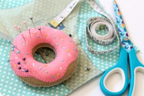 felt-doughnut-pin-cushion