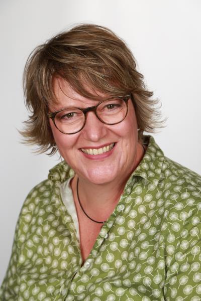 Claudia Bax