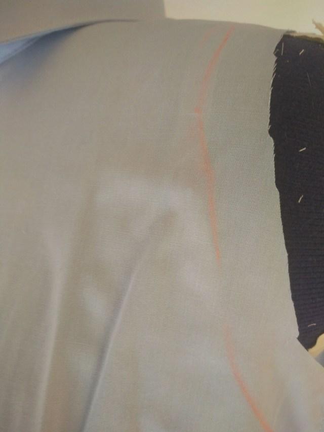 Découpe de manches de chemise