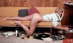 1959_07_Yvette_Vickers_Playboy_Centerfold