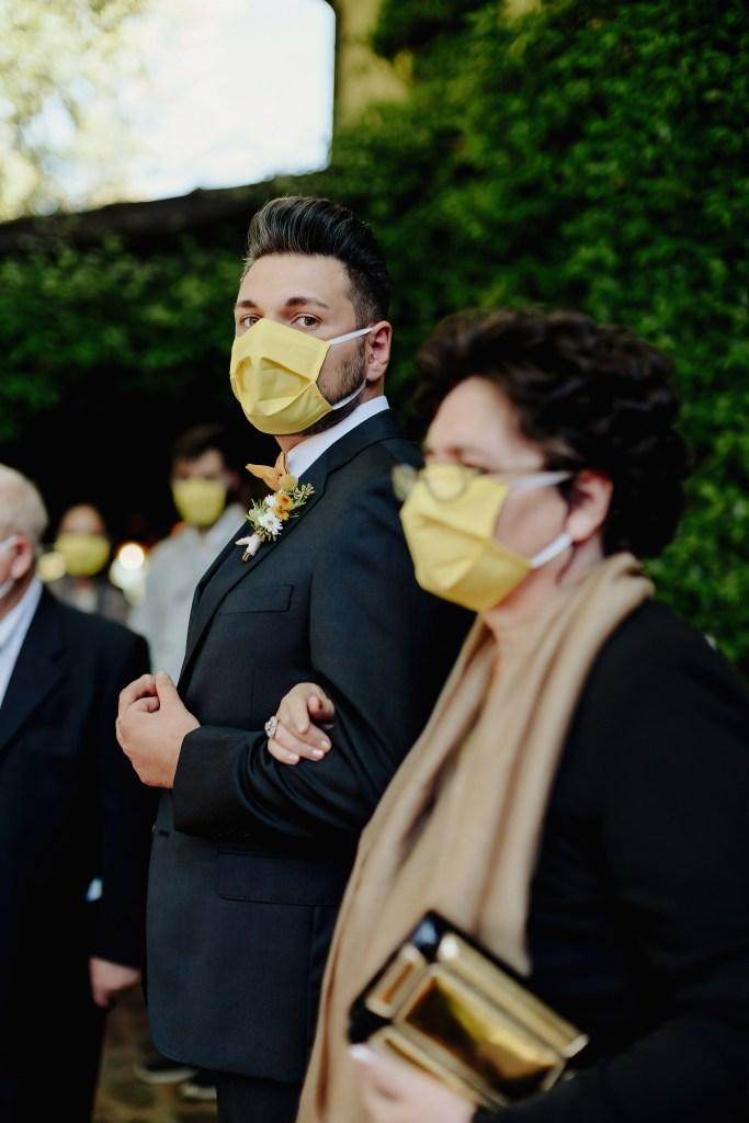 Ilaria e Andrea Wedding Photography mascherine a tema giallo