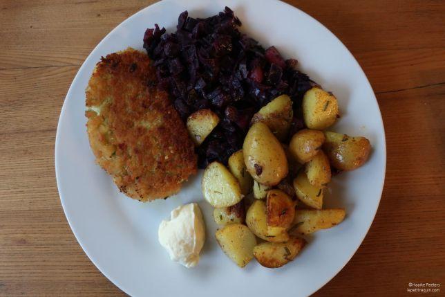 Mozzarellaburger met rode kool en aardappelen (Le petit requin)