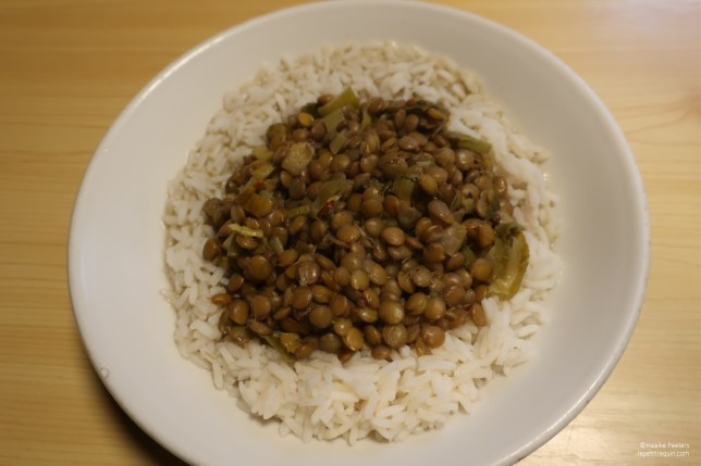 Linzencurry met rijst (Le petit requin)