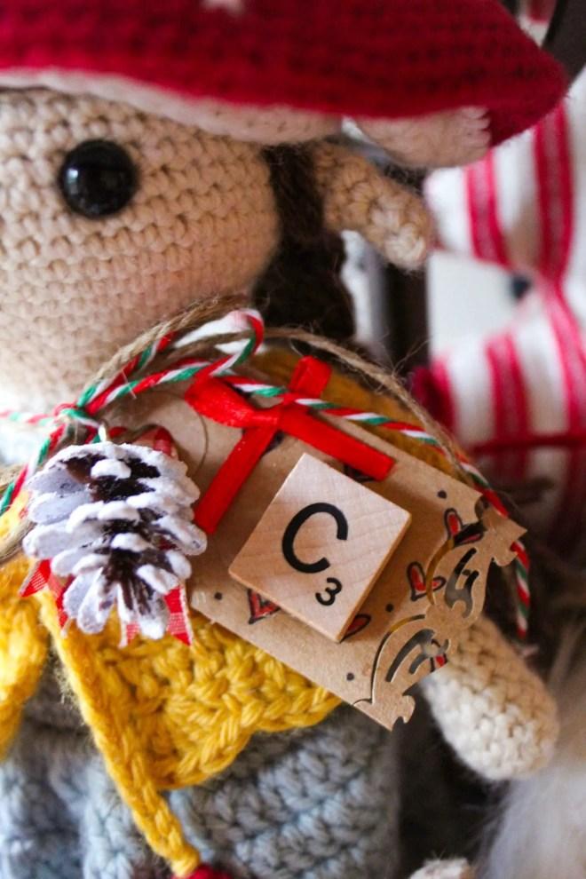 Simple holiday handmade gift tags.