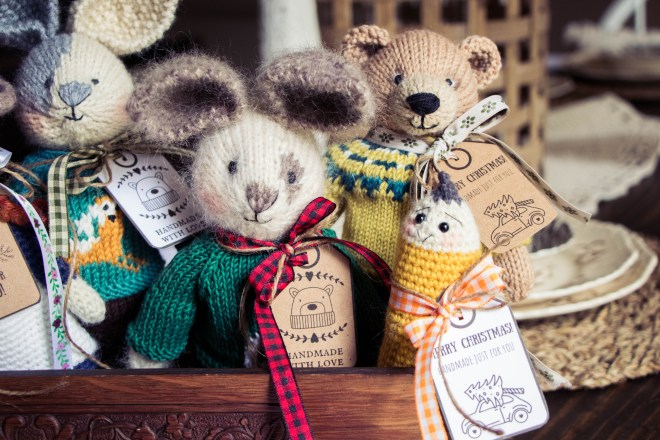 Knitted toys and printable gift tags