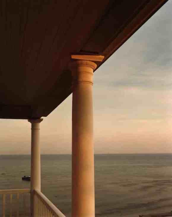 Joel Meyerowitz : porche lors d'un coucher de soleil