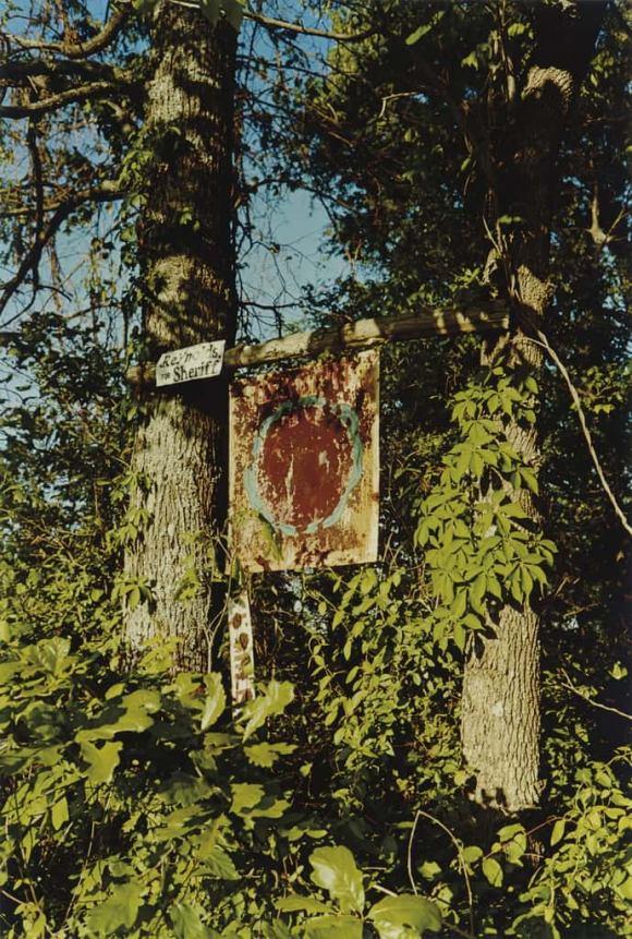 """panneau rouillé avec l'inscription """"Reynolds For Sheriff"""""""