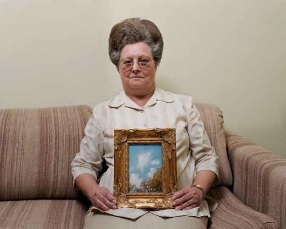 © Alec Soth - Bonnie (avec une photo d'un Ange) - Port Gibson, Mississippi