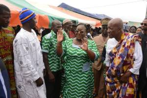 A l'arrivée de Mme Anne-Désirée Oulot ministre de la Solidarité, de la Famille , de la Femme et de l'Enfant, marraine (Ph:Dr)