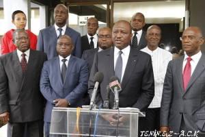 Le ministre de l'Intérieur et de la Sécurité, Hamed Bakayoko avec les membres de la CNC (Ph:Dr)