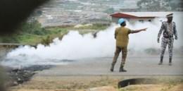 Les forces tentent de circonscrire le feu