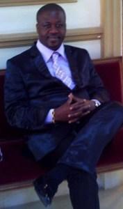 Docteur Pascal ROY Philosophe-Juriste-Politiste-Coach politique-Analyste des Institutions, expert des droits de l'Homme et des situations de crises-Médiateur dans les Organisations-Enseignantà l'Université-Consultant en RH-Écrivain-Chroniqueur