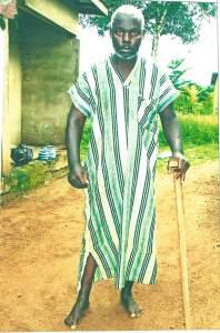 Le sieur Ouattara Moulaye très souffrant attend Merkli Louis pour être sauvé. (Ph: D. Guegon)