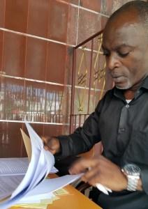 Le président du Réseau National pour la Défense des Droits des Victimes des Déchets Toxiques de Côte d'Ivoire (RENADVIDET-CI), Charles Koffi Hanon