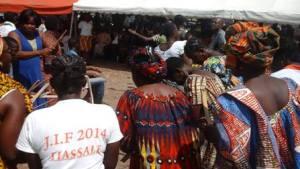 La cérémonie d'inauguration du hall villageois a fait place à des réjouissances festives.