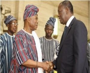 chaude poigbées de mains entre Alassane Ouattara et le Roi du Boukani. Ph. Dr
