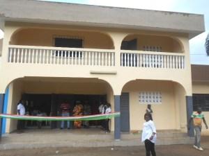 Une vue du foyer des jeunes entièrement rénové par la municipalité de Tiassalé.