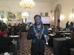 L'artiste Meiwey a aussi ''vendu'' la culture ivoirienne à cette rencontre d'affaires. Ph. Sékongo K.