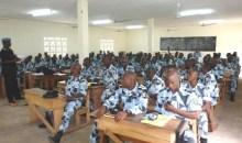 Man/Renforcement des capacités : les agents de la police nationale  formés à la culture de la paix
