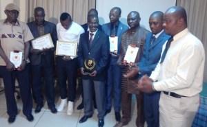 Ouattara Clément, 3e à partir de la droite et les autres récipiendaires.