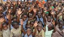 Promotion scolaire : la Fondation d'Augustin offre des manuels didactiques aux élèves de Kpouèbo #Education
