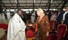Messe de noël 2017 à assinie : Dominique Ouattara a prié à la paroisse Sainte Thérèse de l'enfant Jésus d'Assinie