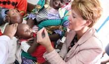 [Côte d'Ivoire Santé des Enfants] Visite de la ministre canadienne du développement international aux côtés des bébés de Williansville