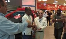 Côte d'Ivoire : le lauréat de la grande tombola Playce Carrefour Palmeraie reçoit les clefs de sa voiture