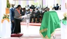 [Cérémonie d'hommage à Amadou Gon] Inconsolable, la Grande Chancelière pleure AGC et appelle les Ivoiriens à préserver la paix