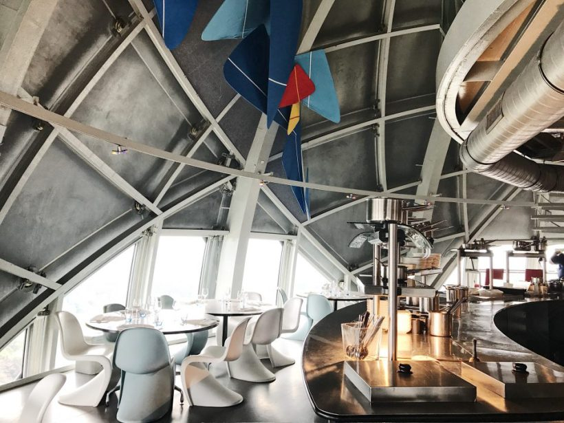 Atomium Restaurant : décoration intérieure.