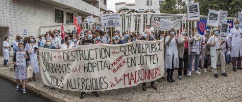 Paris le 4 juin 2020 Manifestation hebdomadaire des personnels hospitaliers devant l'hospital des enfants malades Robert Debré en présence du professeur André Grimaldi