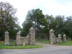 Woodlawn_Cemetery_Gate