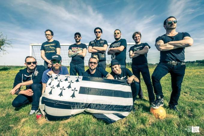 Les Fatals Picards & Les 3 Fromages fiers du drapeau Breton