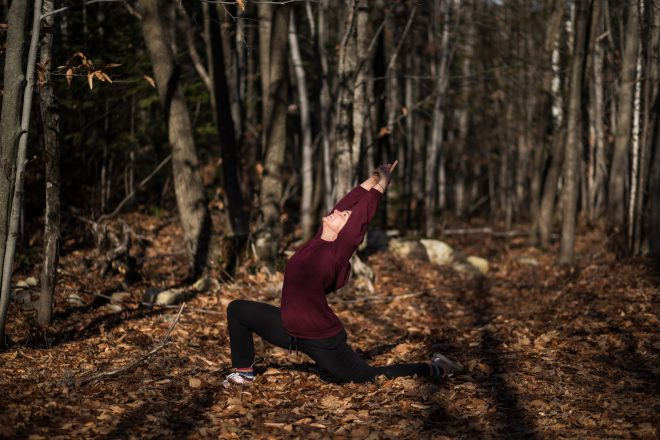 Marie Eve Godin du repaire yoga dans le bois qui fait du yoga
